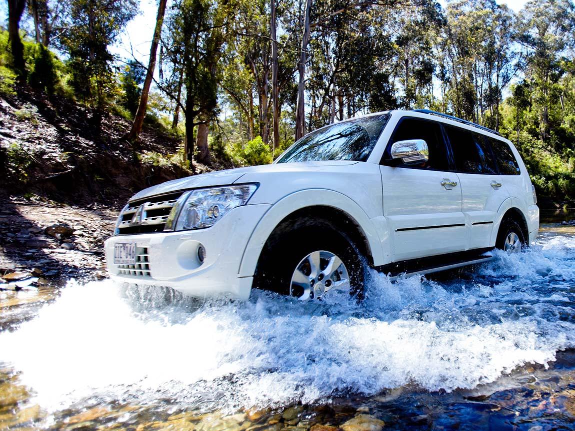 Four-wheel driving, Aberfeldy Track, Gippsland, Victoria, Australia