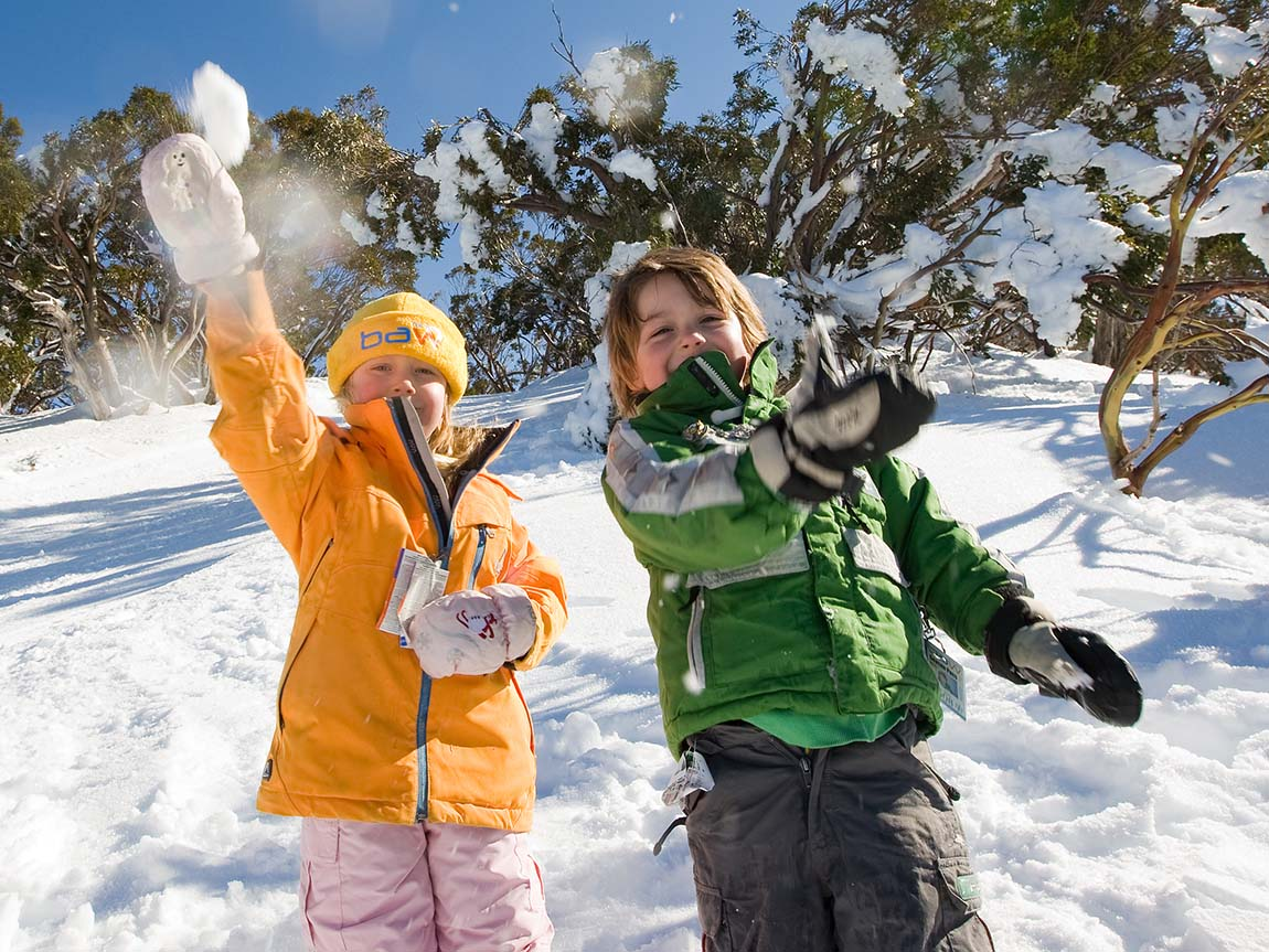 Kids playing in the snow at Mount Baw Baw, Gippsland, Victoria, Australia. Image: James Lauritz