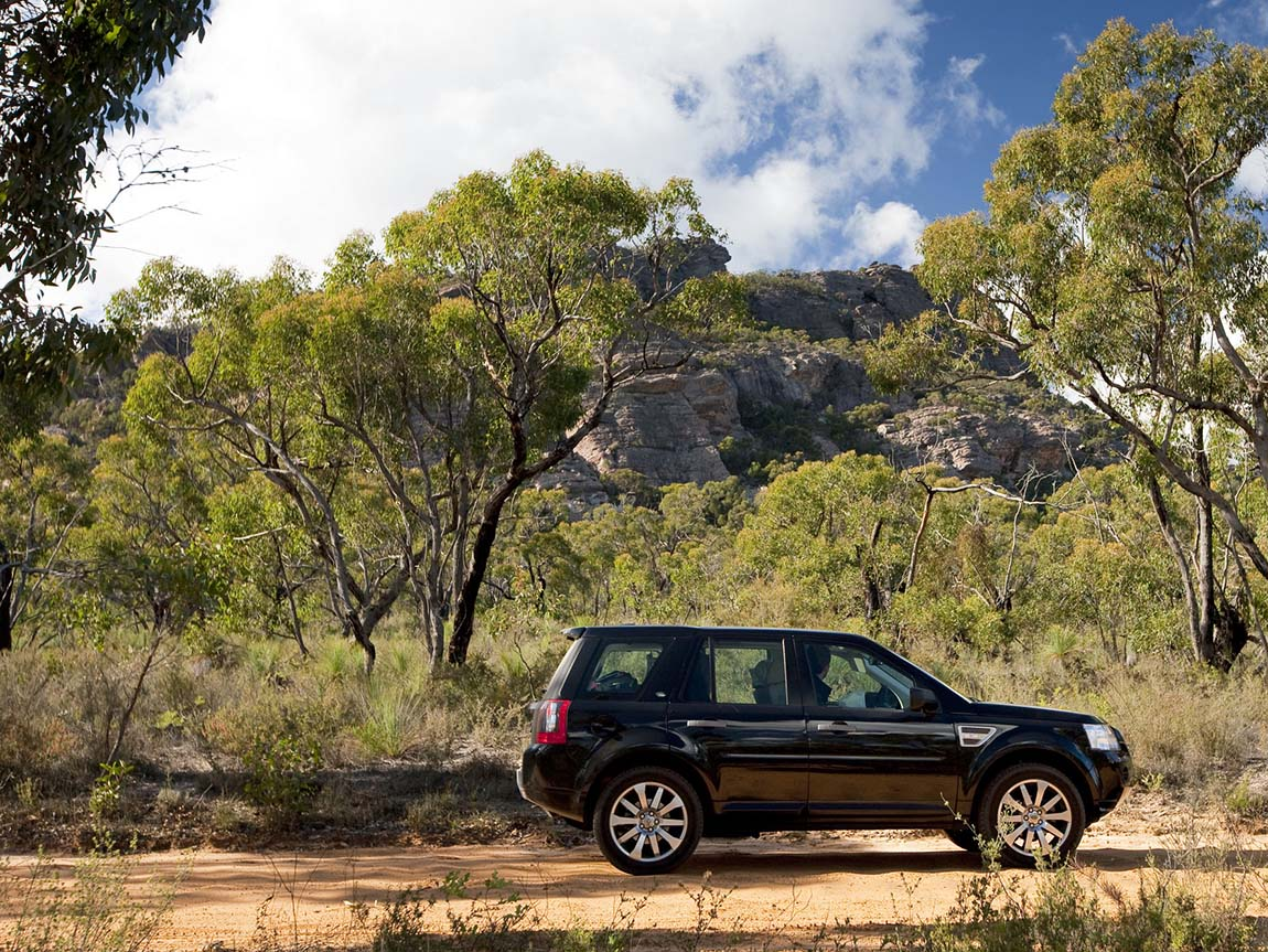 Four wheel driving along the Coppermine Track, Grampians, Victoria, Australia