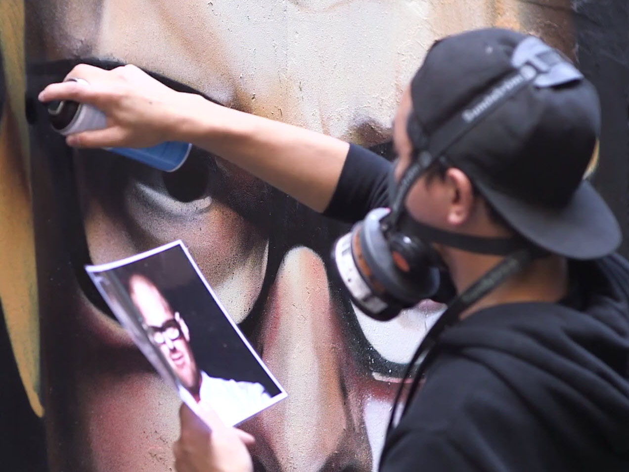 Street artist Heesco, at work: W50B guest chefs in Melbourne