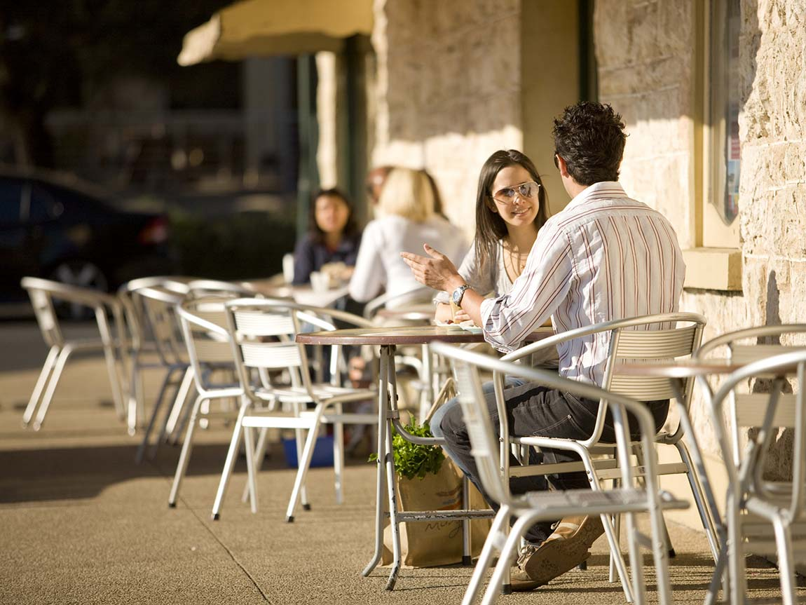 Couple dining at Stringers Store, Sorrento, Mornington Peninsula, Victoria, Australia